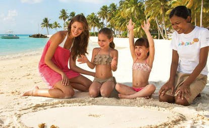 One Only Reethi Rah Maldives kids and family crab racing on beach