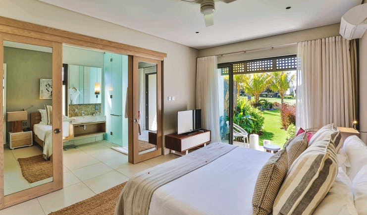 Anahita Mauritius prestige villa master bedroom bed en suite bathroom garden views