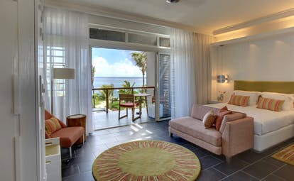 Long Beach sea view suite, double bed, light pink sofa, balcony with sea view, bright modern decor