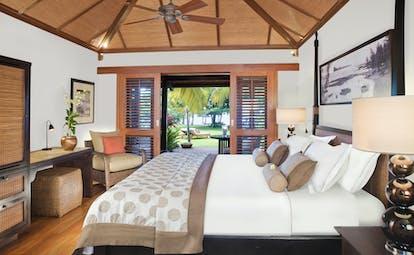Lux Le Morne Mauritius ocean junior suite bed armchair modern décor