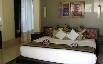 Banyan Tree Seychelles bedroom artwork large bed modern decor