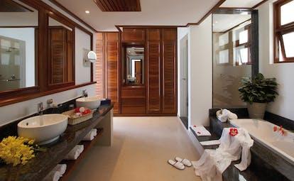Domaine de la Reserve Seychelles bathroom modern decor free standing sinks