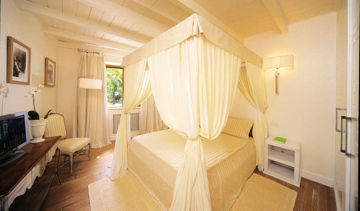 Mezzatorre Resort Amalfi Coast grand suite bedroom canopied bed