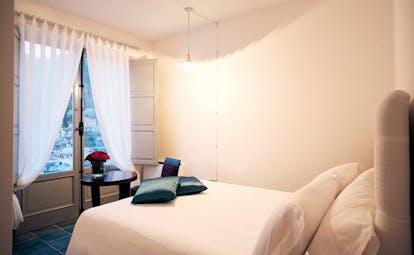 La Locanda Delle Donne Monache Basilicata classic room bed modern décor