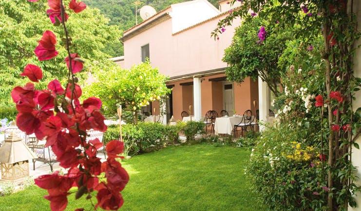 La Locanda Delle Donne Monache Basilicata gardens lawns flowers dining terrace