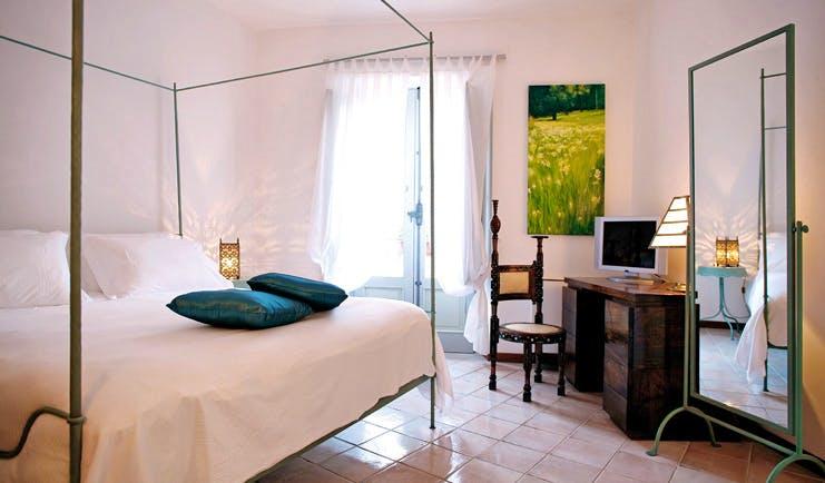 La Locanda Delle Donne Monache Basilicata suite bedroom modern décor