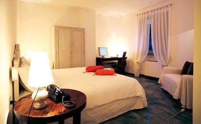 La Locanda Delle Donne Monache Basilicata superior room bed armchair wardrobe modern décor