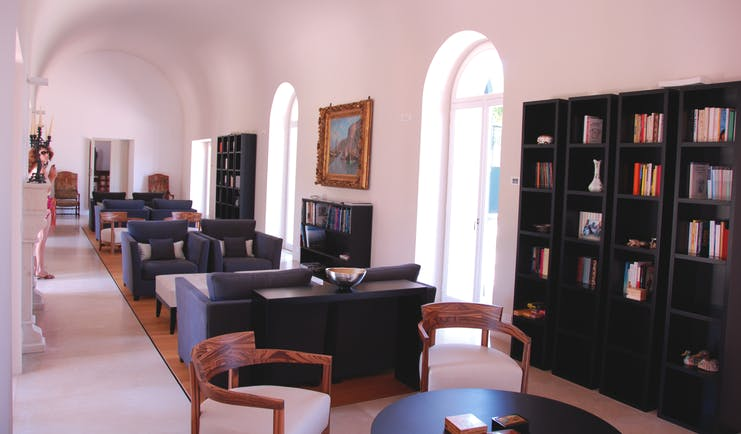 Villa Paola Calabria lounge library indoor seating area sofas bookshelves