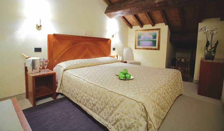 Rechigi Park Hotel attic room, double bed, wooden eaves, bright decor