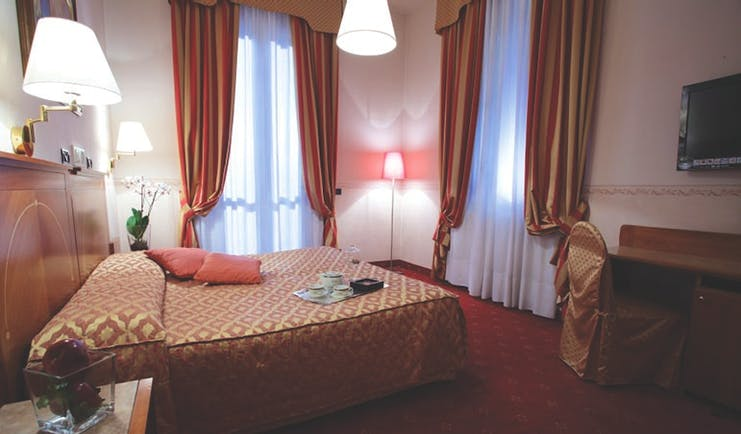 Rechigi Park Hotel double room, double bed, draped curtains, carpet, traditional decor