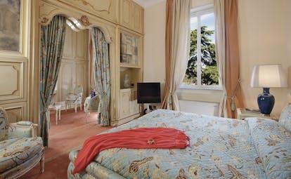 Aldrovandi Villa Borghese Rome royal bedroom ornate decadent