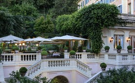 Hotel de Russie Rome terrace pink building and shades