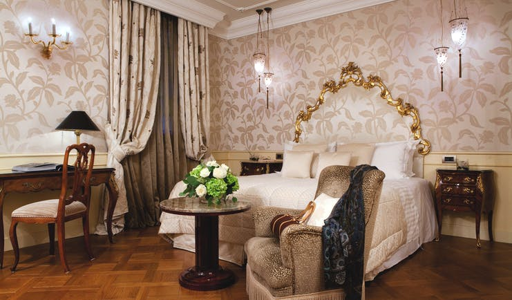 Baglioni Hotel Luna Venice deluxe bedroom king size bed