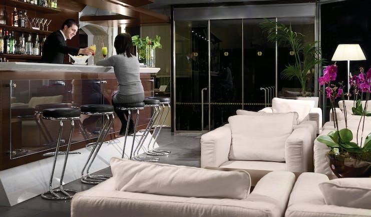 Palazzo Giovanelli Venice bar armchairs bar tender bar stools at bar