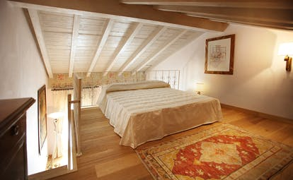 Single room with double bed, painting and rug