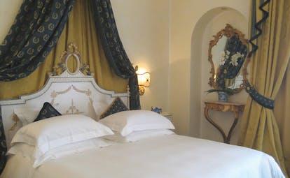 Villa Aminta Lake Maggiore deluxe room canopied bed ornate décor