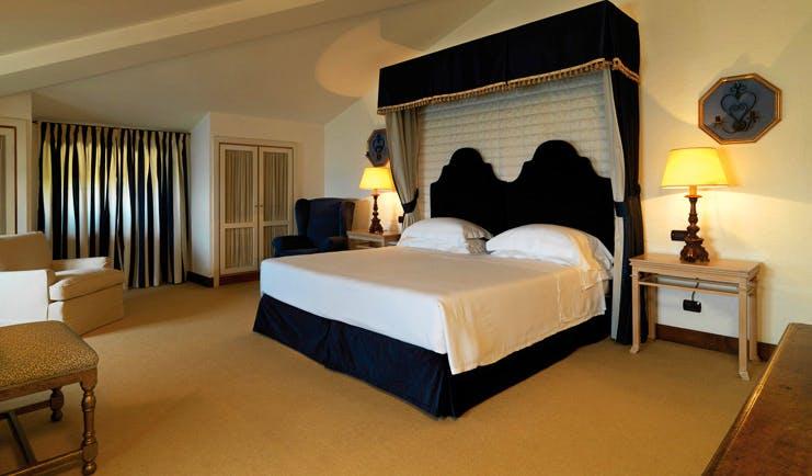 La Posta Vecchia Latium standard room canopied bed modern décor