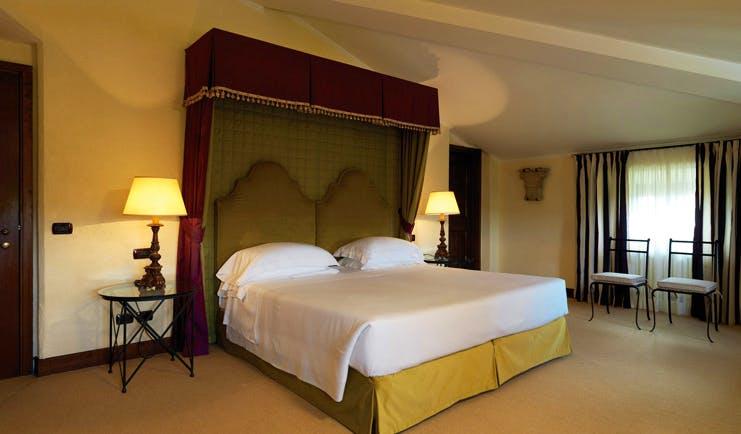 La Posta Vecchia Latium standard guest room chairs canopied bed modern décor
