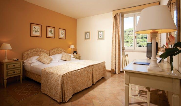 Vila Grazioli Latium classic room bed bedroom furniture