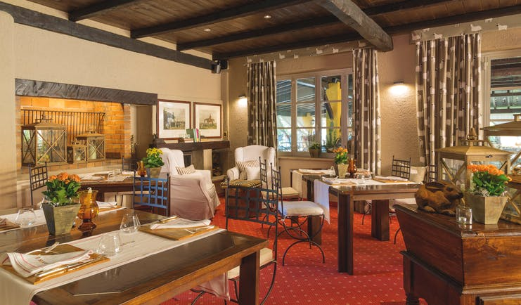 Restaurant with red carpet and wooden ceiling at La Meridiana Liguria