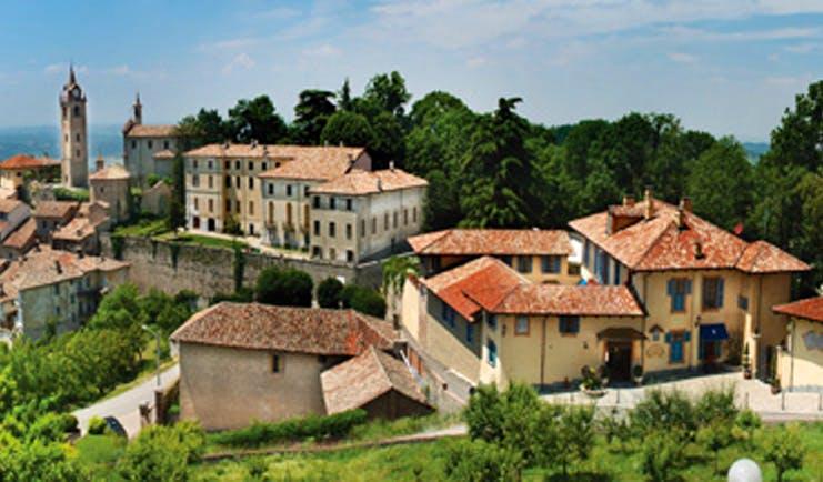 Villa Beccaris Piemonte exterior hotel buildings countryside surroundings
