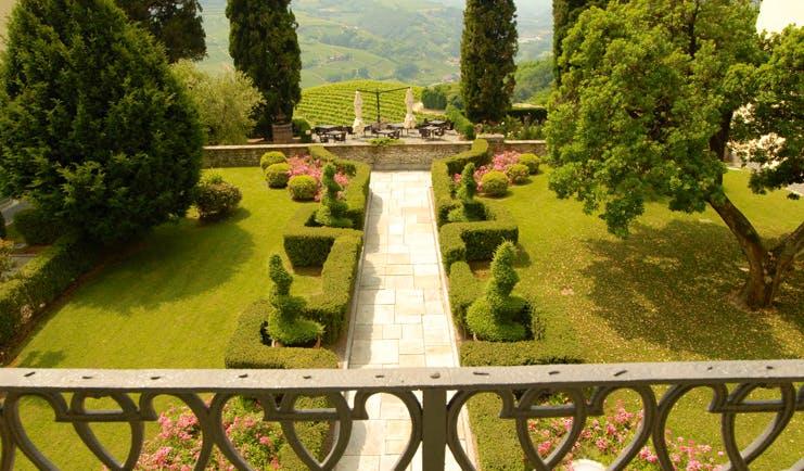 Relais San Maurizio Piemonte boxwood gardens lawns shrubs trees