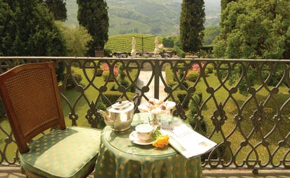 Relais San Maurizio Piemonte breakfast terrace private outdoor dining overlooking gardens