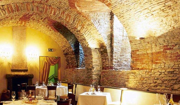 Relais San Maurizio Piemonte restaurant indoor dining area traditional architectural features