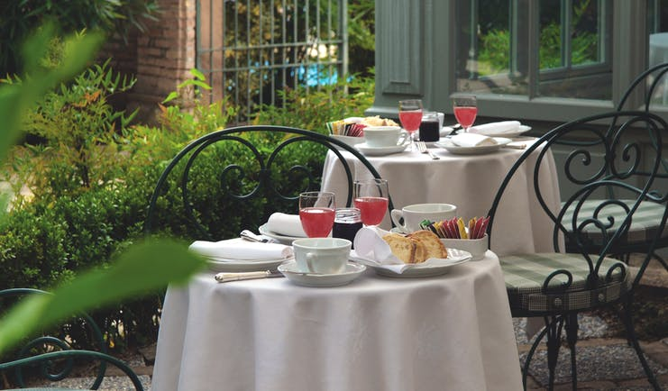 Relais Sant'Uffizio Piemonte courtyard dining table set for breakfast