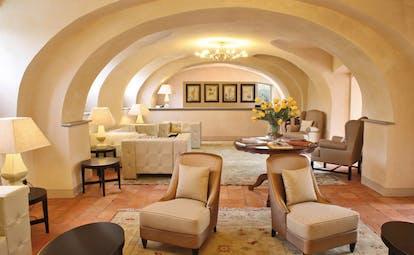 Relais Sant'Uffizio Piemonte lounge communal indoor seating area modern décor