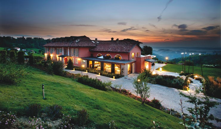 Relais Villa D' Amelia Piemonte exterior at sunset views of the countryside