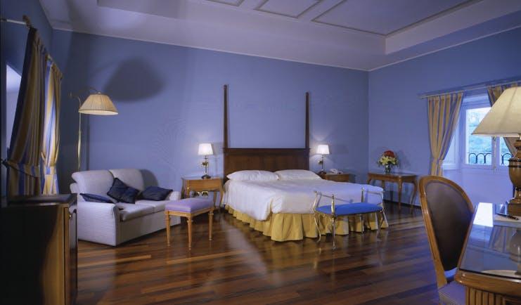 Relais Villa Matilde Piemonte deluxe room modern décor bed and sofa
