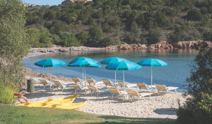 Hotel Le Ginestre Sardinia priavte beach, sun loungers, umbrellas, sea, coastline