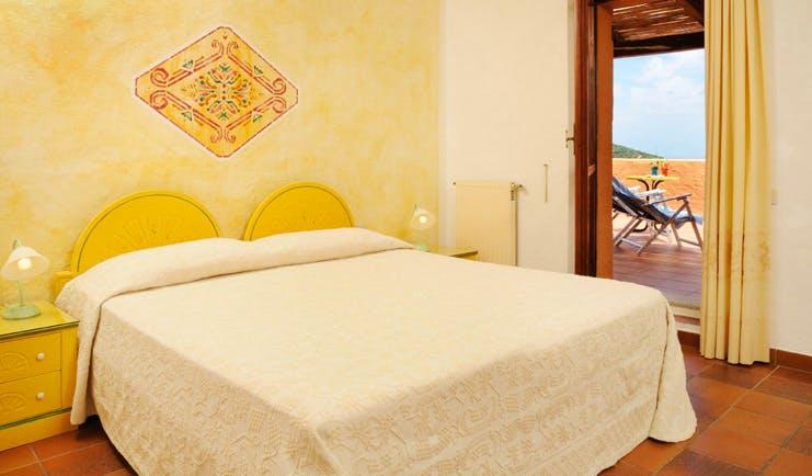 Hotel Rocce Sarde Sardinia standard room double bed modern décor terrace