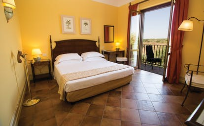 Baglio Oneto classic room, double bed, tiled floor, balcony with countryside view, bright traditional decor