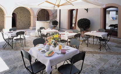 Castello di Velona Tuscany courtyard dining outdoor dining