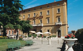 Hotel Brufani Palace Umbria exterior hotel building patio lawn tree