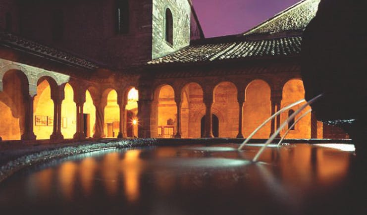 Hotel Abbazia Veneto abbey courtyard fountain colonnade original architecture