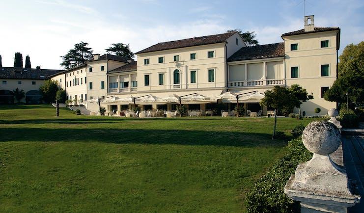 Villa Michelangelo Veneto pool covered pool poolside seating areas