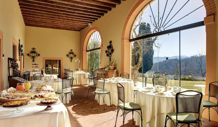 Villa Michelangelo Veneto restaurant breakfast buffet glass doors views of gardens