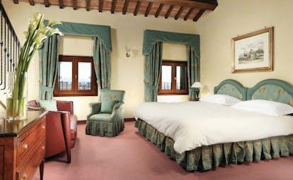 Villa Michelangelo Veneto suite bedroom seating area traditional décor