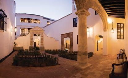 Las Casas de la Juderia Andalucia courtyard garden plants stone walls