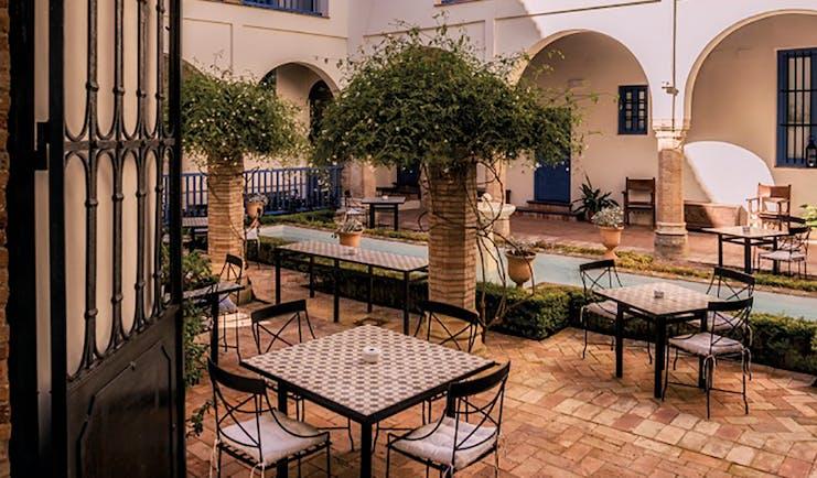 Las Casas de la Juderia Andalucia courtyard outdoor seating area plants and shrubbery