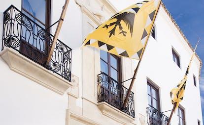 Las Casas de la Juderia Andalucia entrance hotel door white walls