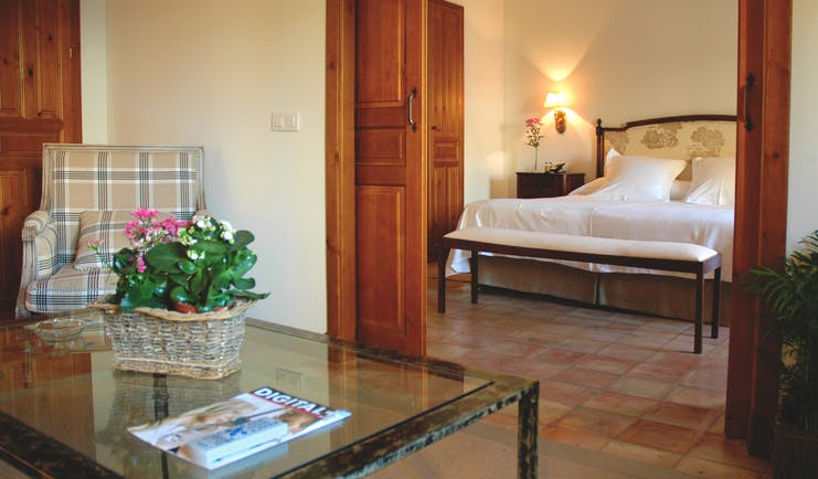 Hotel Puerta de la Luna Andalucia guest room lounge area modern décor