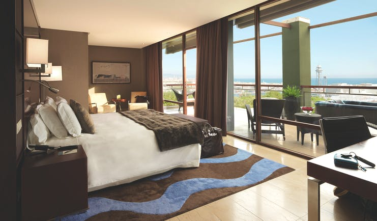 Hotel Miramar Barcelona deluxe room bed desk chairs modern décor