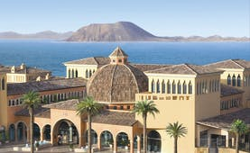 Gran Hotel Atlantis Bahia Fuerteventura exterior hotel buildings sea and island in background