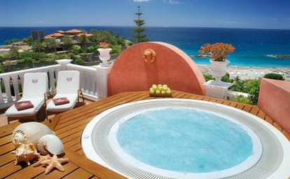 Jacuzzi terrace overlooking the sea with sun lougers