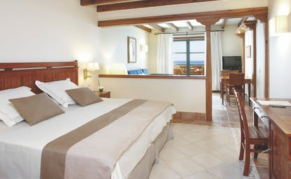 Princesa Yaiza junior suite, double bed, living area, bright modern decor, balcony with sea view