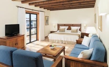 Princesa Yaiza superior room, double bed, sofas, access to balcony, fresh modern decor